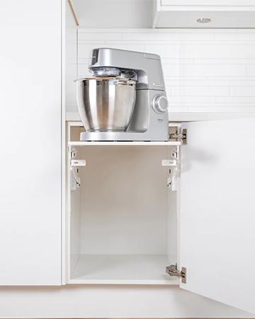 Billede af en udtrækshylde til køkkenmaskine