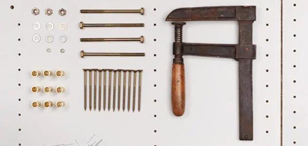 Kuva keittiön asennukseen tarvittavista työkaluista